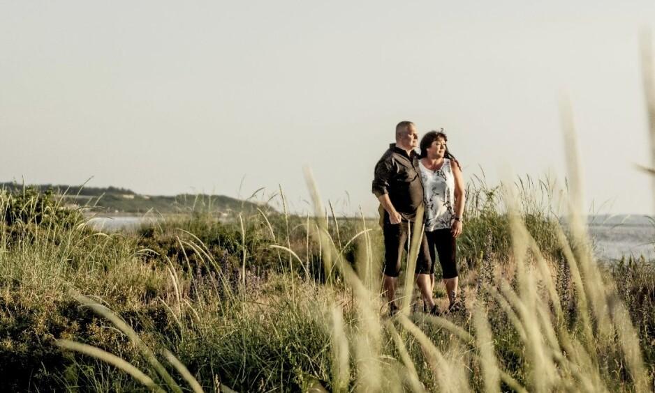 FANT HVERANDRE IGJEN ETTER 25 ÅR: – Vi vet at vi skal bli gamle sammen. Og når vi går av med pensjon, flytter vi til Sverige, sier Anette Thierry Johnsson (51) med ektemannen Håkan (54). FOTO: Mette Johnsen