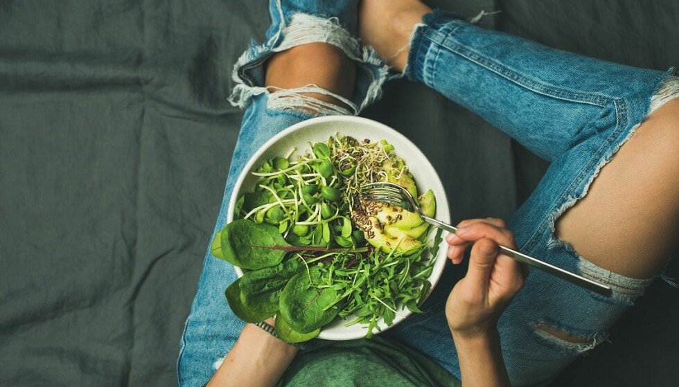 VEGANERE: Mennesker som lever på et plantebasert kosthold er særlig utsatt for B12-mangel, men også de med mage-tarmsykdommer. FOTO: NTB Scanpix