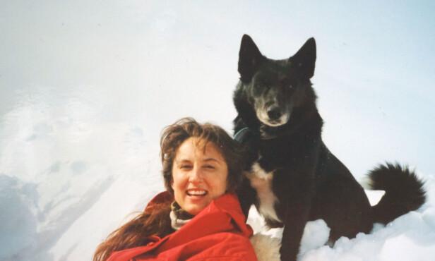 EN AKTIV DAME: Ingrid beskriver søsteren som en impulsiv og livlig kvinne, som var aktiv og som likte en utfordring. Her fra en av de mange fjellturene de har hatt sammen. FOTO: Privat