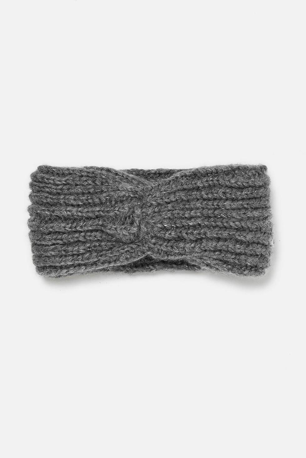 Pannebånd fra Zara  130,-  https://www.zara.com/no/no/strikket-turban-h%C3%A5rb%C3%A5nd-p06771202.html?v1=7192109&v2=1074577