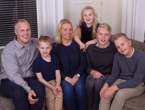 GOD STØTTE: Lene takker familien for at hun kommer seg igjennom dagene. De hjelper henne med å holde positiviteten oppe. Og på julaften, blir det dobbel feiring! FOTO: Svend Aage Madsen