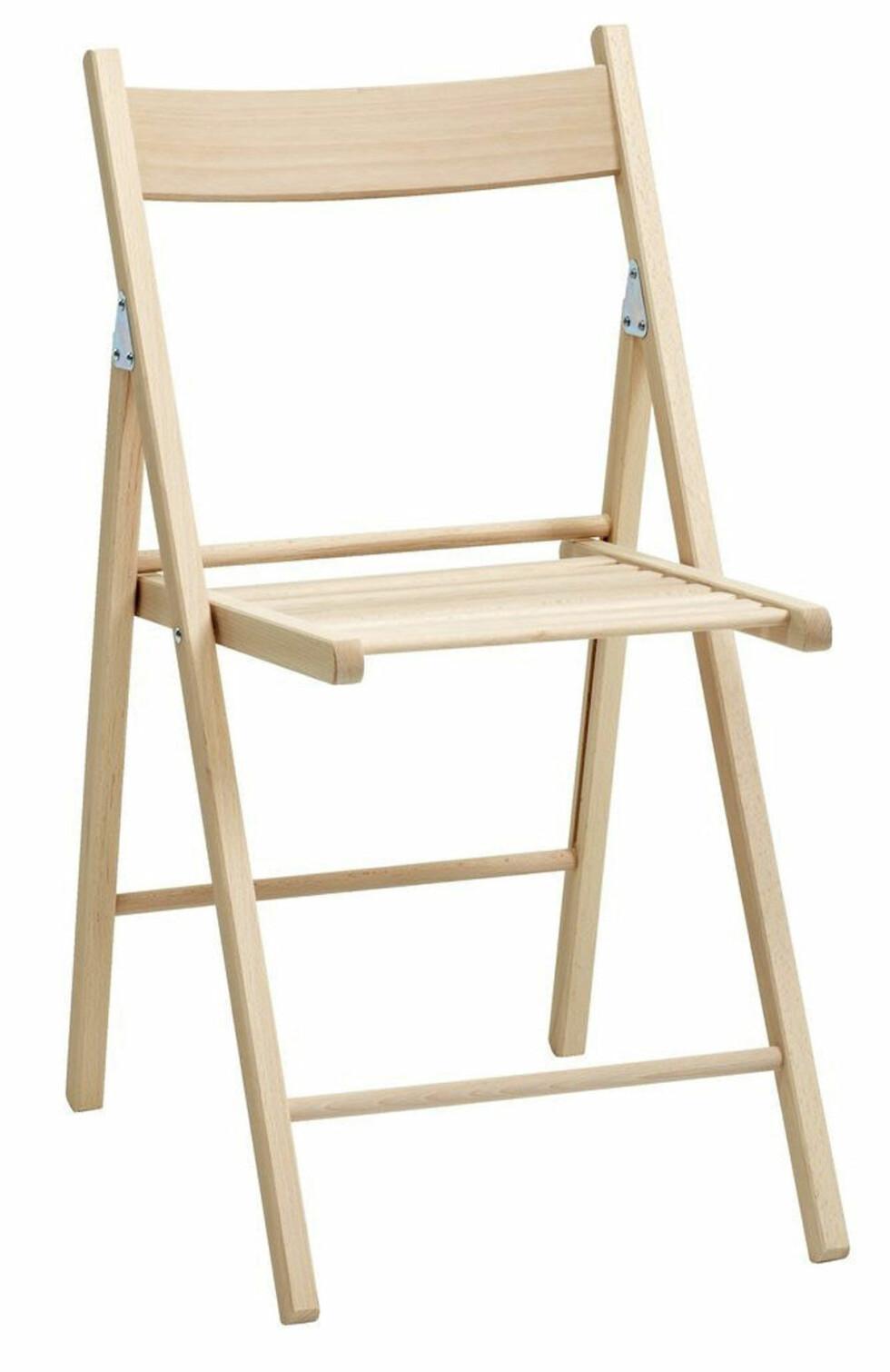 Den praktiske klappstolen «Juvre» (kr 125, Jysk).