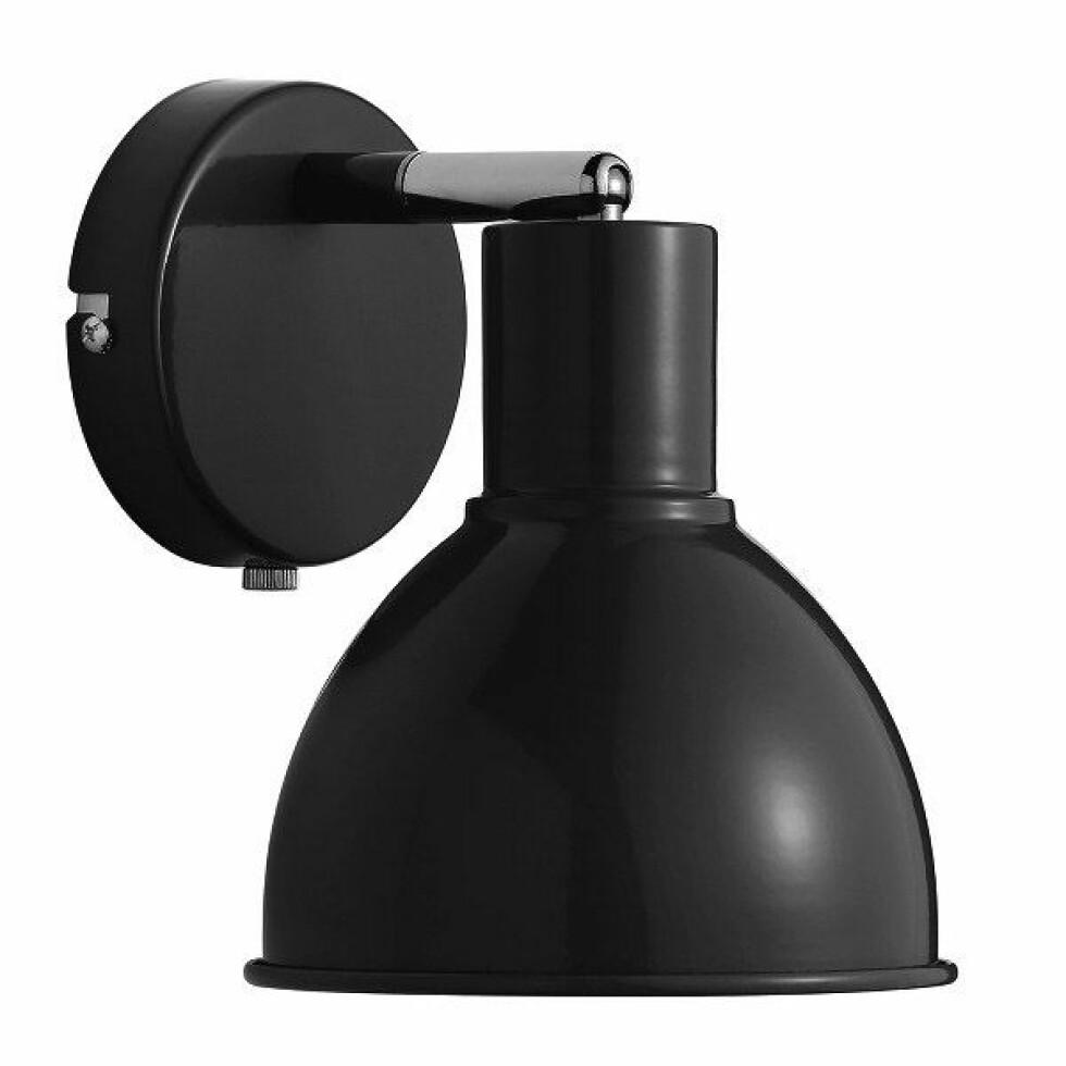 Vegglampen «Pop» er stilren og tøff (kr 299, Nordlux).