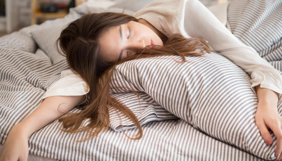 «FALLE I SØVNE»: De fleste av oss opplever til tider å bråvåkne av følelsen at man faller eller sklir i søvne, men de færreste vet hva fenomenet kommer av. FOTO: NTB Scanpix