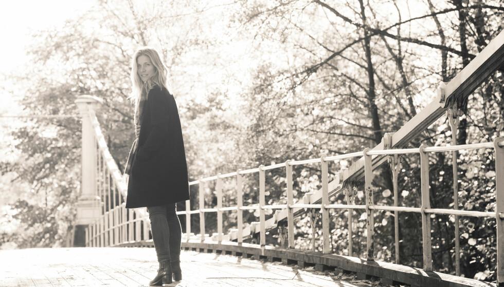 FULLFØRTE BOKA: Karen Marie Berg, for mange kjent fra Nitimen, var gift med Hans Kristian Amundsen, mannen som skrev Stoltenbergs taler etter Utøya, Nå har hun fullført boka han jobbet med før han falt om og døde på joggetur. FOTO: Astrid Waller