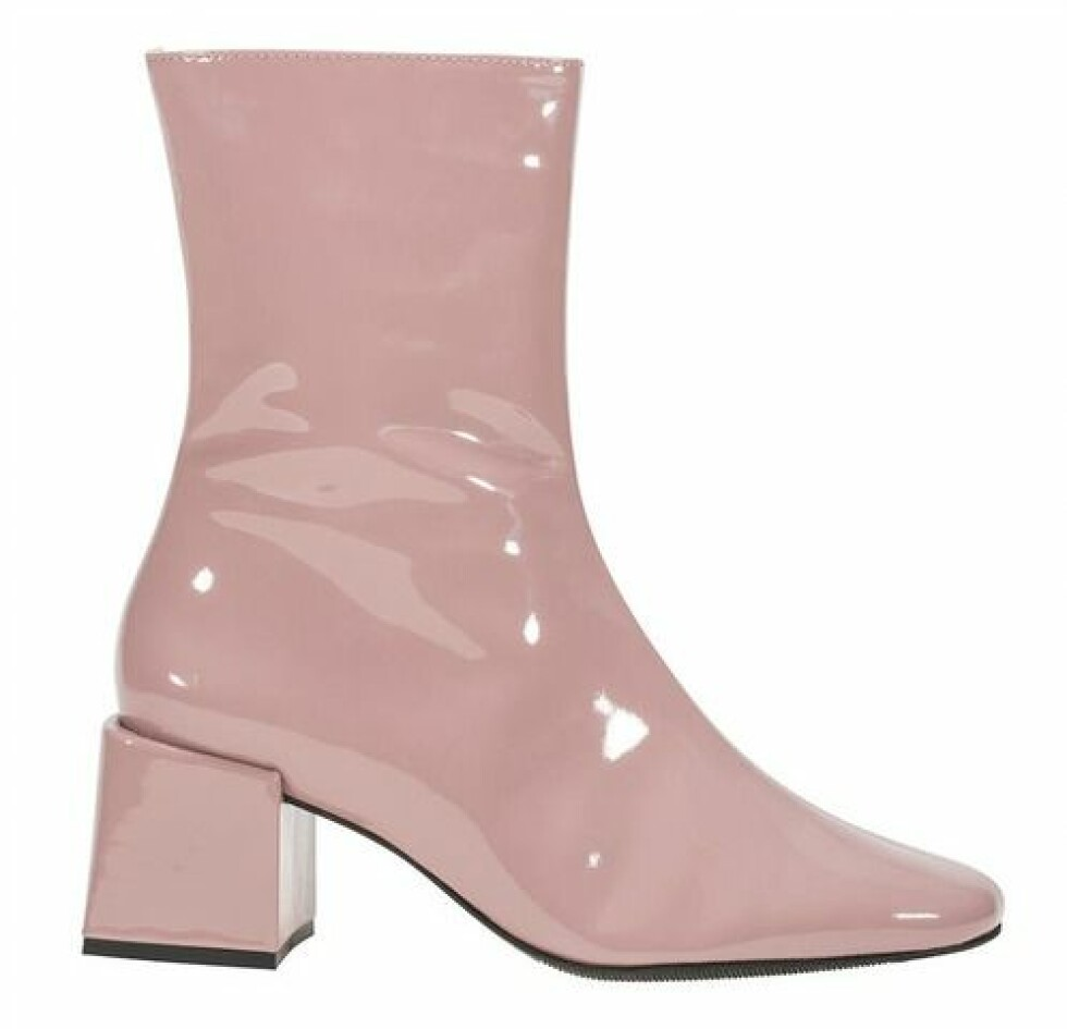 Since Oslo |3400,-| https://www.sinceoslo.com/product-page/desert-boot-pale-pink