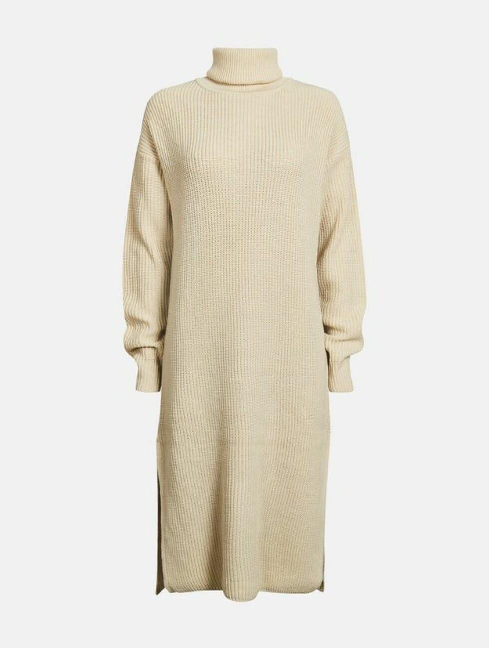 <strong>Kjole fra Bik Bok  499,-  https:</strong>//bikbok.com/no/p/strikkede-gensere/pia-dress/7230809_F826