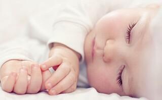 «Når barnet gråter om natten, må foreldrene overvinne en tendens til å ville trøste barnet»