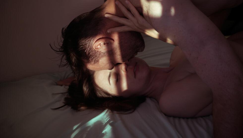 KAN VÆRE SKUMMELT: Når man nylig har kommet ut av et lengre forhold, eller er nyskilt, kan tanken på å ha sex med en ny person virke fremmed og skremmende. FOTO: NTB Scanpix