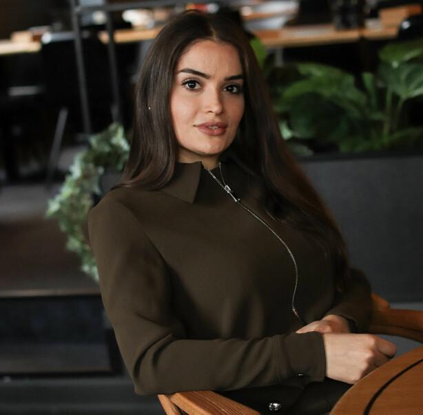 MISS IRAN 2013: Bahareh har tidligere deltatt i flere missekonkurranser, og ble blant annet kåret til Miss Iran i 2013. Hun sier at hun gjør dette for å vise andre iranske kvinner at de må stå for det de mener og vise frem sin skjønnhet. FOTO: Ida Bergersen
