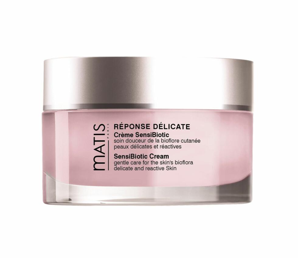 3. Skal rebalansere hudens økosystem og beskytte mot ytre påkjenninger. For sensitiv hud (kr 800, Matis, SensiBiotic Cream).