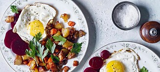 Pytt i panne med stekt egg