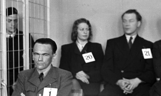 KRIGSFORBRYTER OG TORTURIST: Dette bildet er tatt i april 1946 under rettsoppgjøret etter krigen. Her er Henry Rinnan på tiltalebenken i Trondheim tinghus sammen med flere av sine assistenter. FOTO: NTB Scanpix