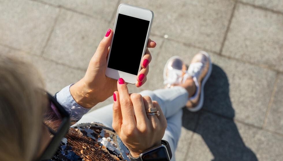 STRØMTOM: Blir batteriet på iPhone-en din plutselig tom nå om dagen? Det kan det være flere grunner til. Foto: Scanpix