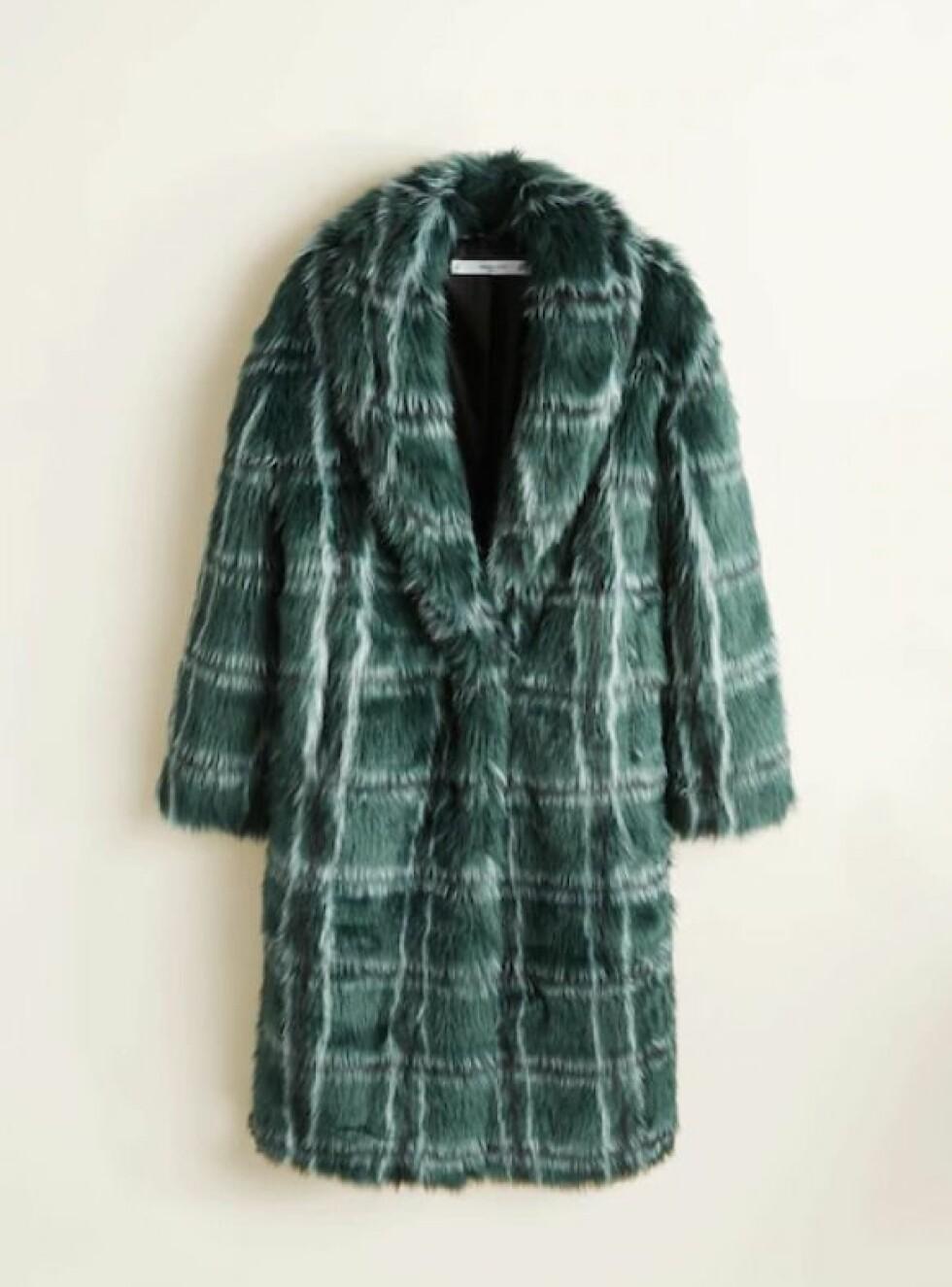 Fuskepels fra Mango |1400,-| https://shop.mango.com/no-en/women/coats-coats/checked-faux-fur-coat_33055017.html?c=49&n=1&s=search