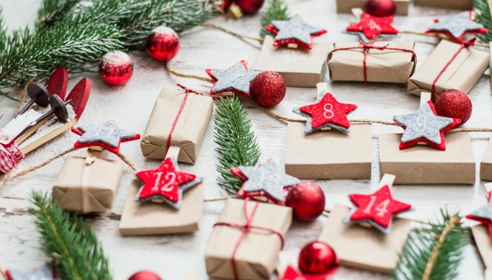 <strong>LAGE ADVENTSKALENDER:</strong> Her får du 5 tips til hvordan du kan dekorere årets adventskalender. FOTO: NTB Scanpix
