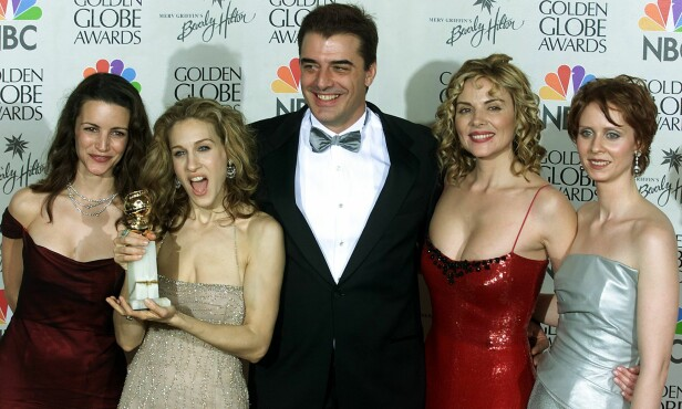 <strong>DEN GANG DA:</strong> Kristin Davis, Sarah Jessica Parker, Chris Noth, Kim Catrall og Cynthia Nixon fotografert under Golden Globe i 2000. FOTO: NTB Scanpix