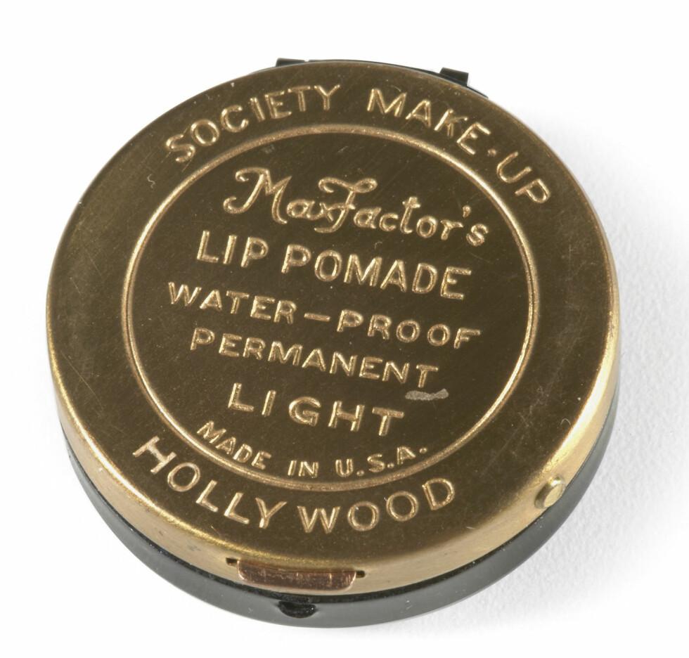 «Lip Pomade» skiftet raskt navn til «Lip Gloss» på grunn av sin glansende effekt.