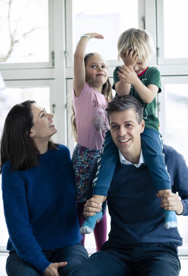 MER HJEMME: Å få barn presset frem noen nye erfaringer og uventede avgjørelser hos Lisa Maria. Blant annet sa hun opp jobben som lærer, og nå er hun skeptisk til å sende ungene inn i Oslo-skolen allerede som seksåringer. FOTO: Astrid Waller.