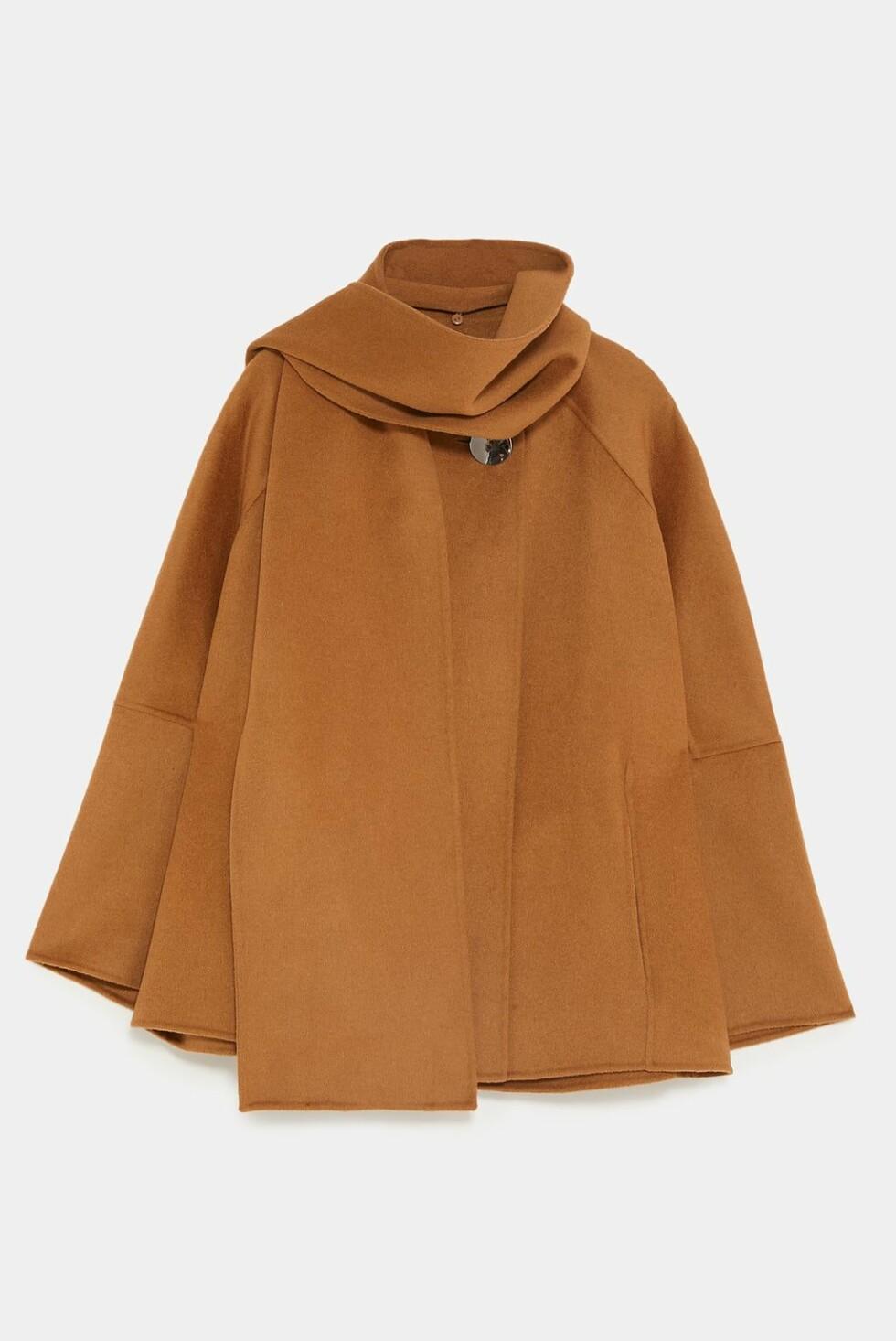 Zara |1199,-| https://www.zara.com/no/no/kappek%C3%A5pe-med-skjerf-p07522247.html?v1=7435519&v2=1074615