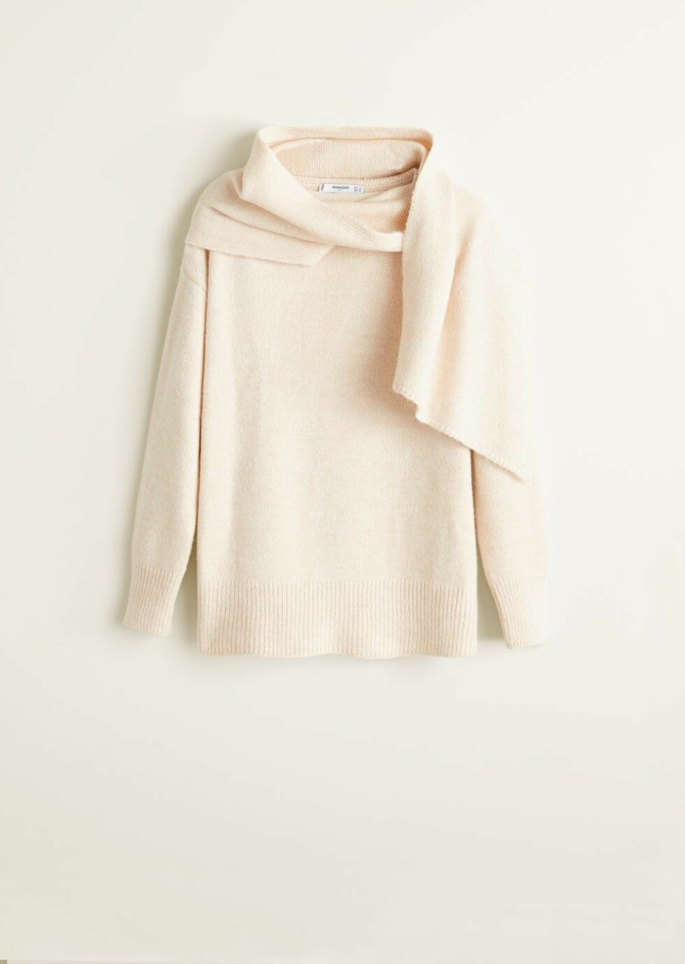 Genser fra Mango |450,-| https://shop.mango.com/gb/women/cardigans-and-sweaters-sweaters/scarf-neck-sweater_33087020.html?c=05&n=1&s=prendas_she.familia%3B55%2C355%2C610%2C810&utm_medium=affiliate&utm_source=2P555SNI1Kc&utm_campaign=Linkshare_UK&ranMID=36057&ranEAID=2P555SNI1Kc&ranSiteID=2P555SNI1Kc-_dheSz9dht.J3SbkZy4Ijg