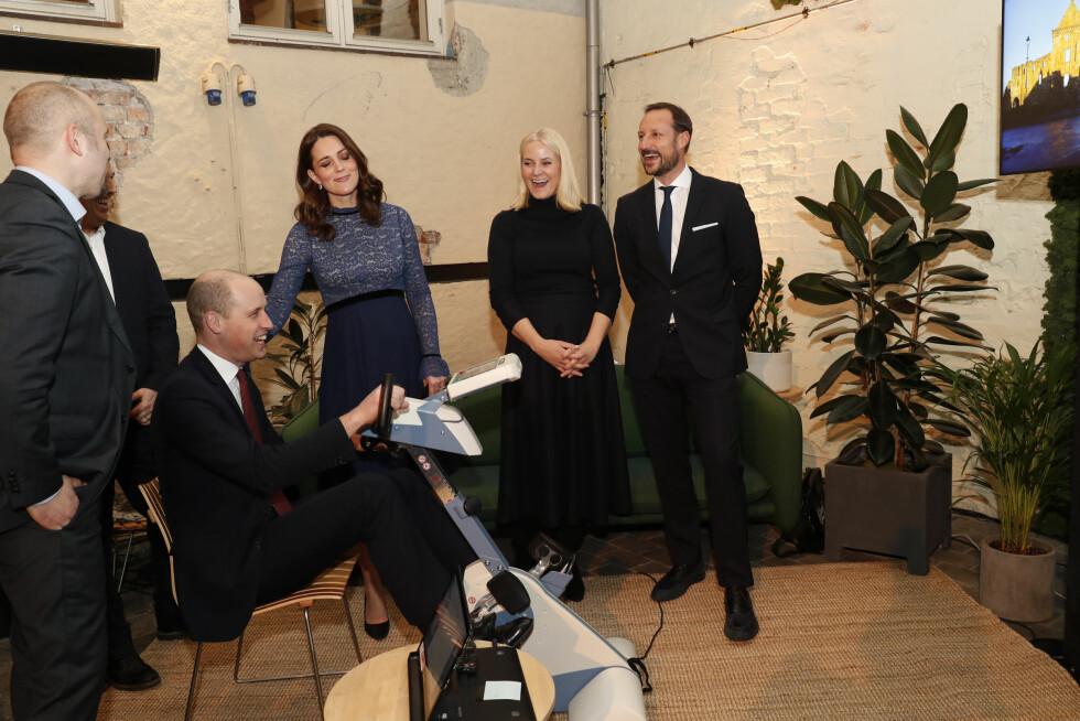 MESH: Hertuginne Kate hadde egentlig meldt avbud til arrangementet på  innovasjonshuset MESH i Oslo sentrum, men dukket opp i siste liten. Det var god stemning mellom det norske kronprinsparet og det britiske prinseparet. FOTO: NTB Scanpix