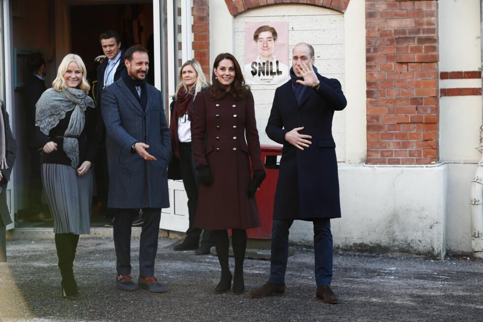 SKAM-FEBER: Kronprinsparet og det britiske prinseparet møtte ungdommer ved dramaskolen Hartvig Nissen videregående skole på Frogner i Oslo. Skolen er kjent fra TV-serien SKAM. FOTO: NTB Scanpix