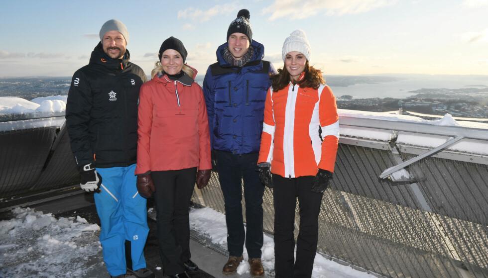 I HØYDEN: Dag to av det kongelige besøket startet med en visitt på skimuseet ved Holmenkollen. FOTO: NTB Scanpix