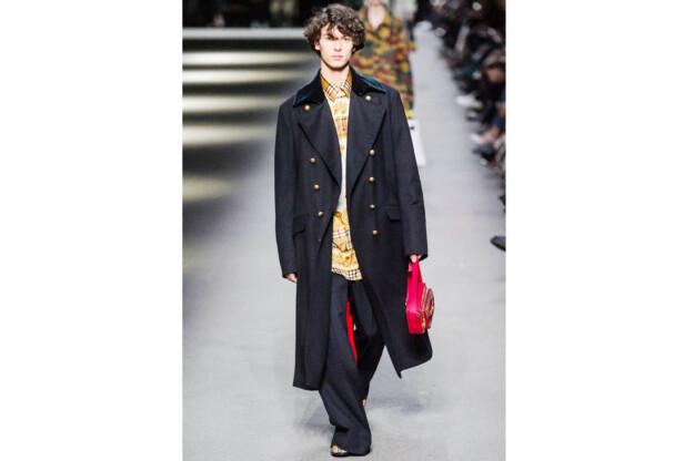 MODELL: I midten av februar gikk 18 år gamle prins Nikolai av Danmark catwalkshow for britiske Burberry under London Fashion week. Foto: NTB Scanpix