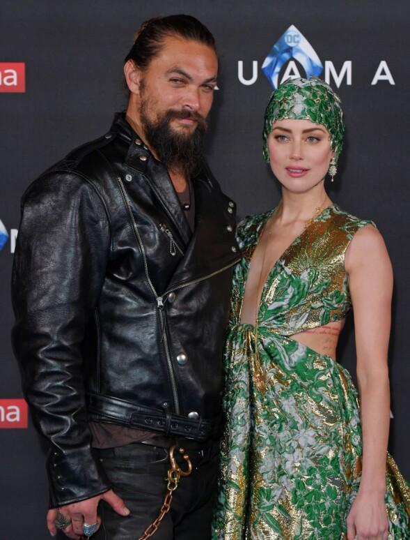 KONTRASTER: Skuespiller Jason Momoa gikk for et langt mer nedtonet antrekk enn sin «Aquaman»-kollega. FOTO: NTB Scanpix