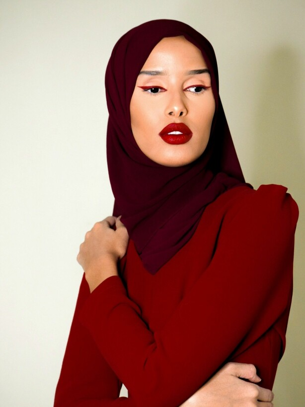 RØDE LEPPER: De klassiske, røde leppene blir en del av Rawdahs festlook. Foto: Privat