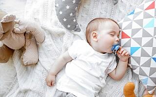 Rengjør du babyens smokk ved å putte den i munnen? Ny studie antyder at du bør fortsette med det!
