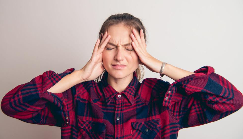 SMERTER: Hodepinen kan ha flere grunner, og trening kan både hjelpe og gjøre vondt verre. Får du hodepine på dager du har trent kan det være du sliter med anstrengelseshodepine. FOTO: NTB Scanpix