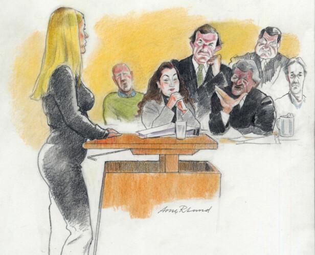 ET SIRKUS: Synøve Pedersen beskriver tiden etter at søstrene ble dratt inn i Orderud-saken som et sirkus. Synøve måtte selv vitne i retten. Her vises de fire tiltalte med sine advokater under rettssaken på begynnelsen av 2000-tallet. ILLUSTRASJON: Arne Roar Lund / NTB Scanpix