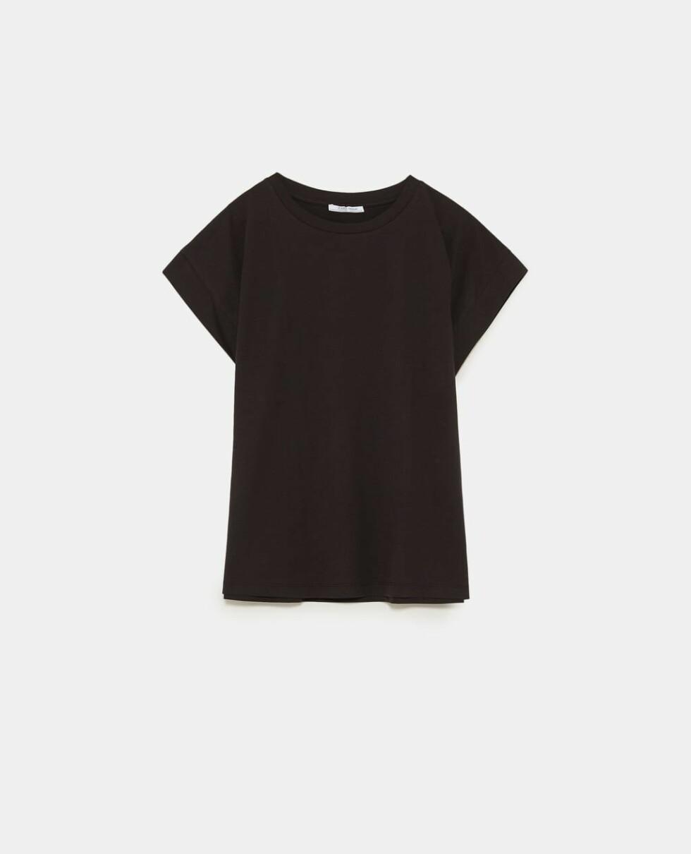T-skjorte fra Zara  80,-  https://www.zara.com/no/no/basic-t-skjorte-p03253802.html?v1=6452608&v2=1080568