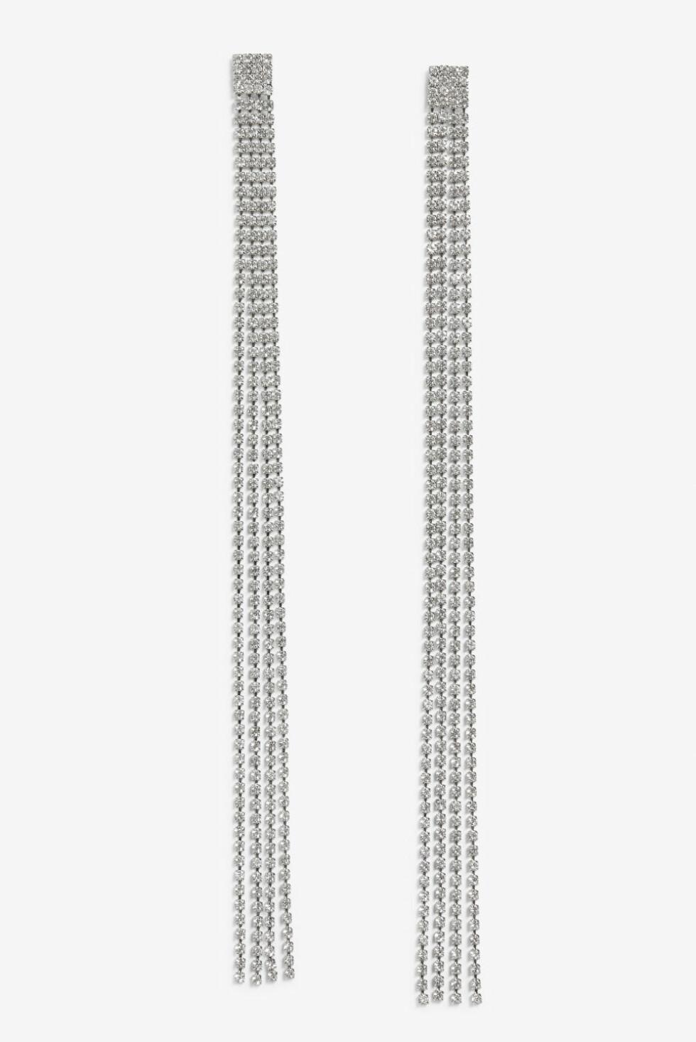 Øredobber fra Monki  100,- https://www.monki.com/en_sek/accessories/view-all-accessories/product.long-strass-earrings-silvery-metallic.0705290001.html