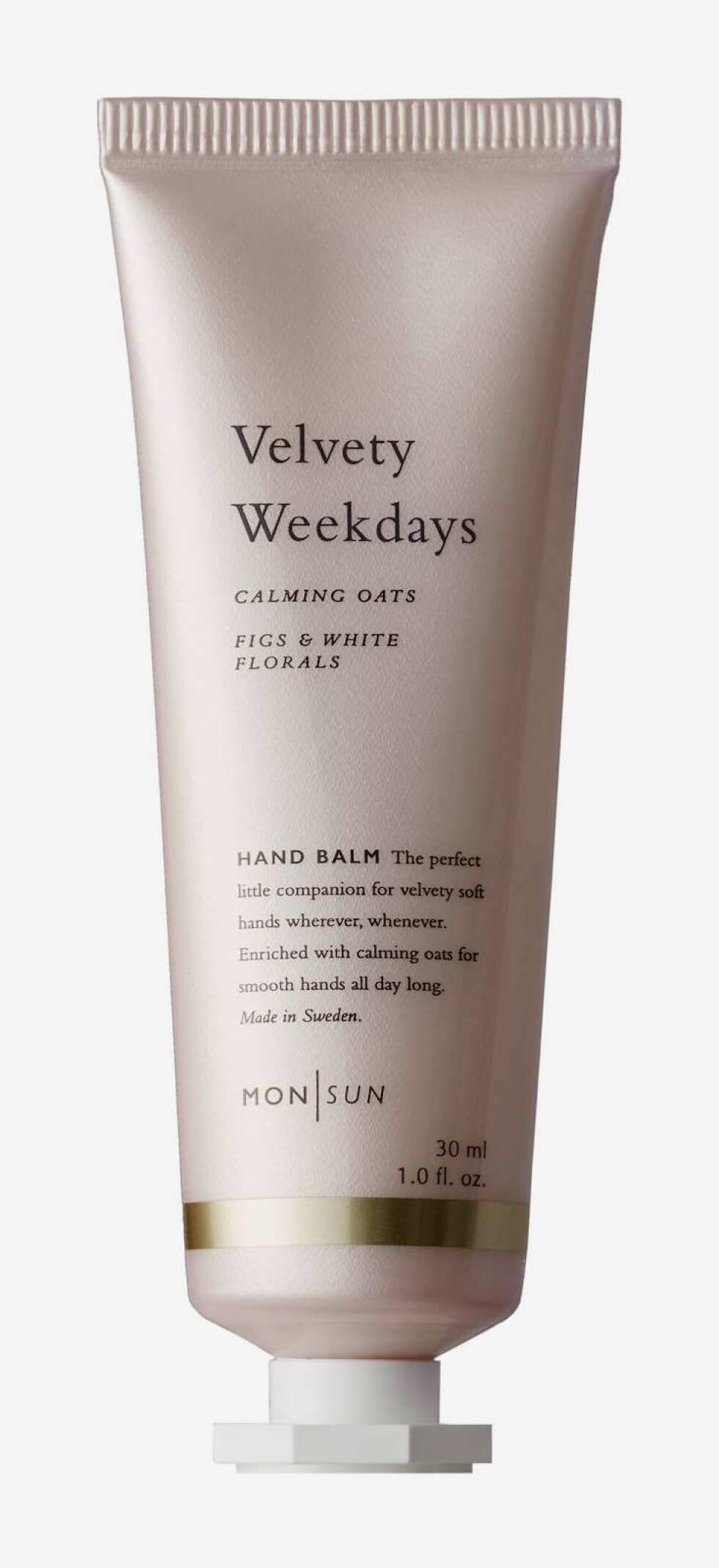 Håndkrem fra Mon Sun  59,-  https://www.kicks.no/hudpleie/kroppspleie/handkrem-handpleie/monsun-calming-oats-velvety-w-monsun-calming-oats-velvety-weekdays-hand-balm-30