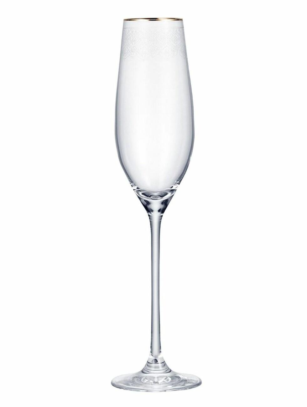 Champagneglass fra Indiska  99,-  https://indiska.com/no/Interi%C3%B8r/Glass-%26-porselen/Glass/SARRAH-CHAMPAGNE/p/1000006969089