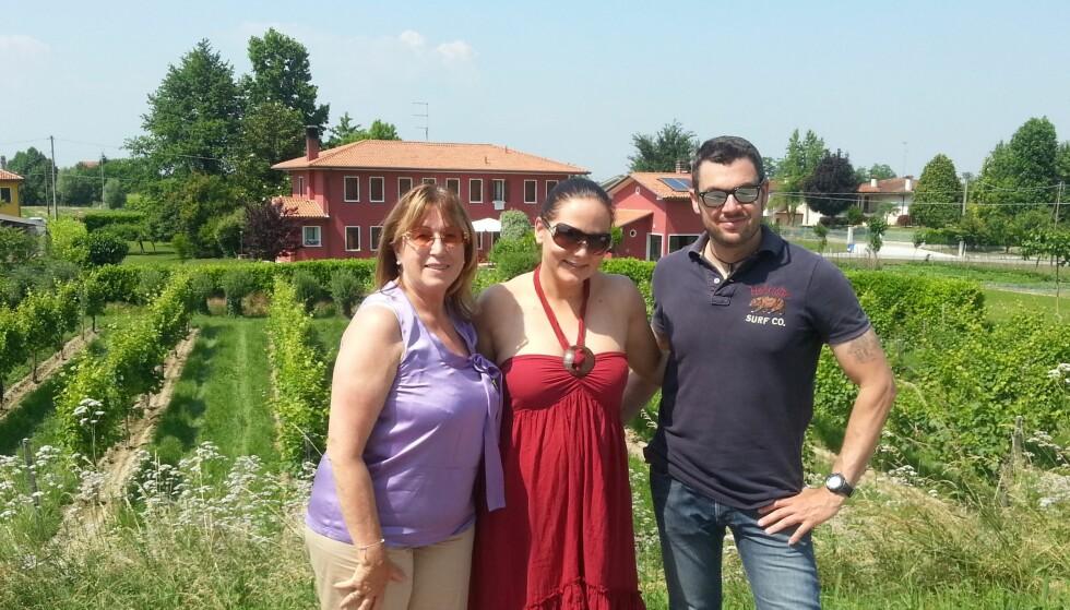 <strong>I ITALIA:</strong> Constance på besøk hos de italienske vinprodusentene. Foto: Privat.