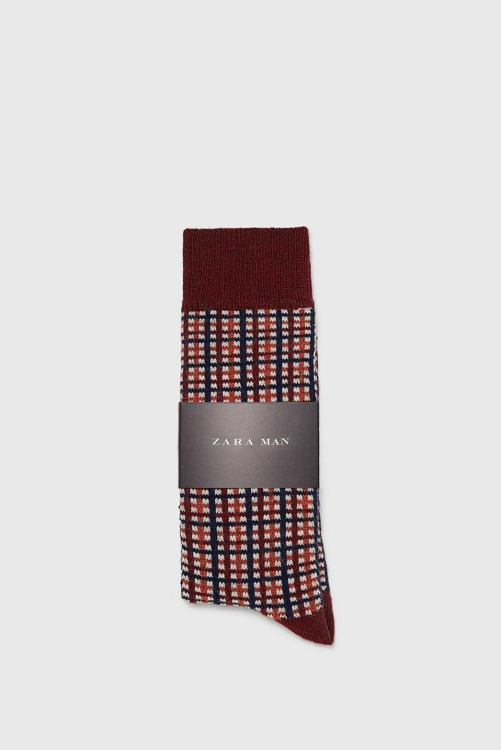 Sokker fra Zara |79,-| https://www.zara.com/no/no/sokker-med-ruter-p03334323.html?v1=7386618&v2=1079214