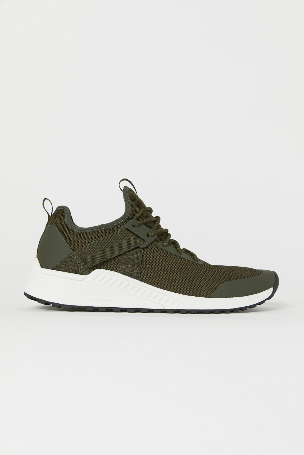 Sneakers fra H&M |399,-| https://www2.hm.com/no_no/productpage.0600707009.html