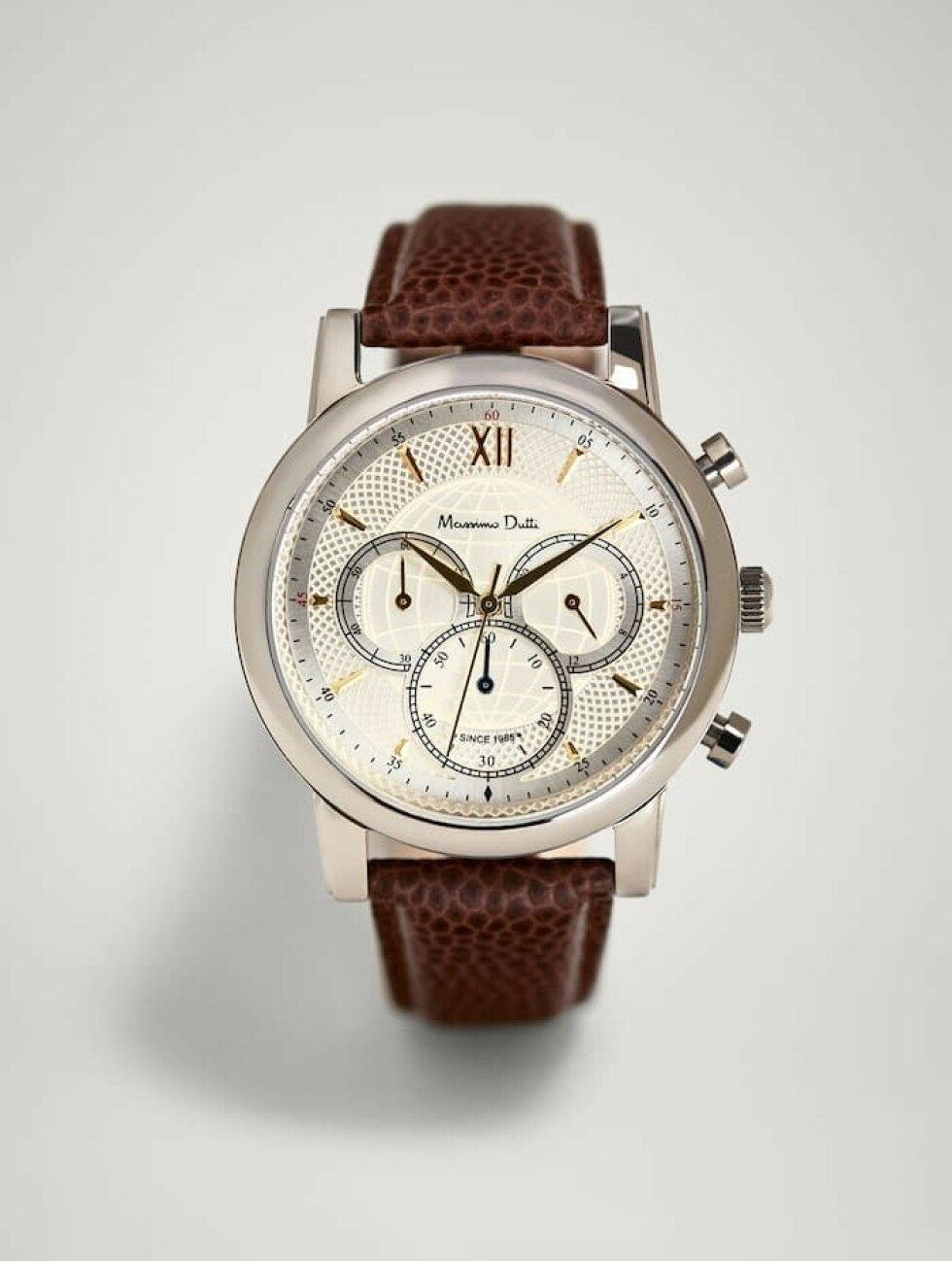 Klokke fra Massimo Dutti |2999,-| https://www.massimodutti.com/no/men/new-in/ready-to-travel/limited-edition-chrono-watch-c1646001p8329635.html?colorId=700&categoryId=1646001