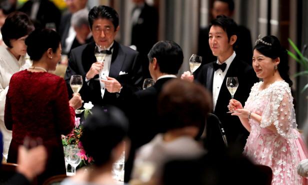 BRYLLUP I KEISERFAMILIEN: 30. oktober 2018 giftet tidligere prinsesse Ayako seg med shippingmannen Kei Moriya - og det var faktisk Ayakos mor, prinsesse Takamado (i rødt), som introduserte datteren til sønnen til en familievenn. FOTO: NTB Scanpix