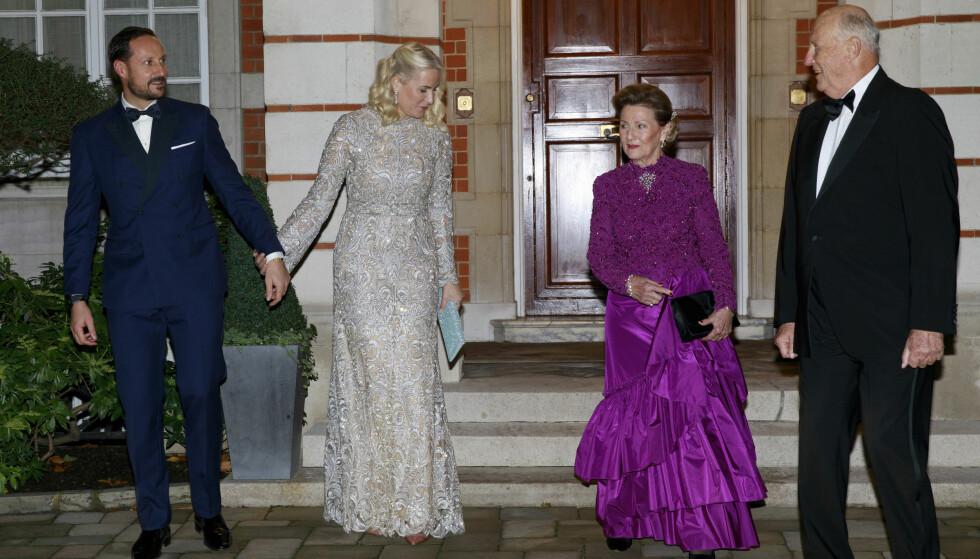 FEIRET PRINS CHARLES: Både kongeparet og kronprinsparet var til stede da prins Charles feiret 70-årsdagen sin i midten av november. Her er de fotografert i forkant av festlighetene. FOTO: NTB Scanpix
