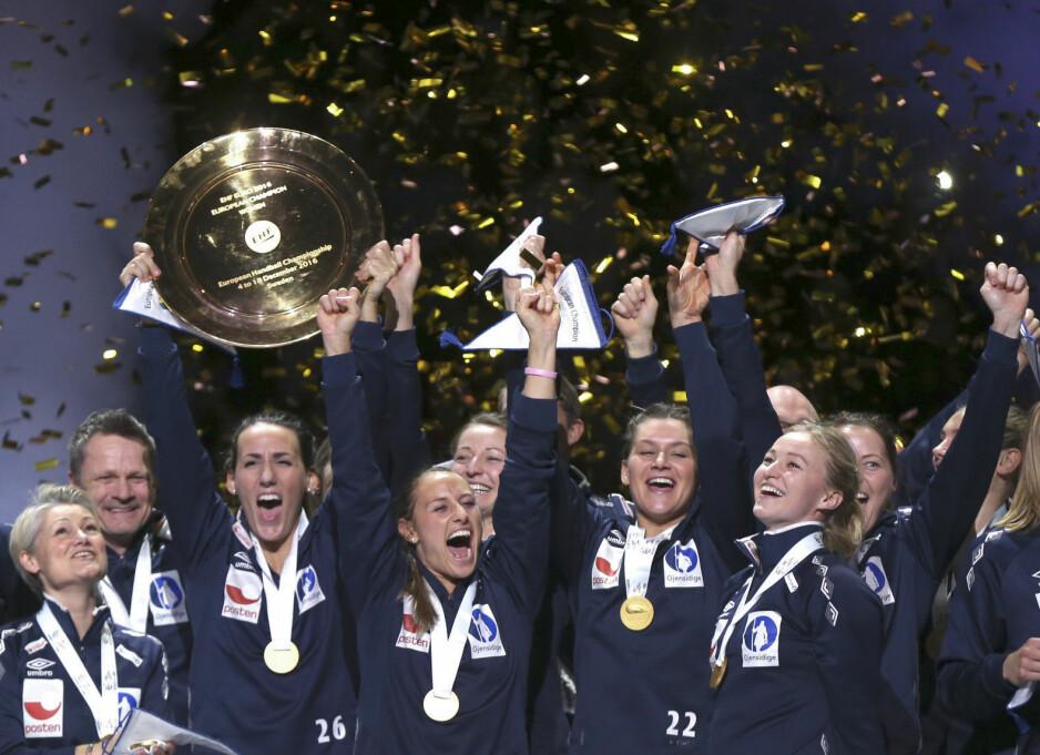 GULLJENTER: Vi krysser fingrene for at seieren blir vår under håndball-EM i år! Foto: Scanpix