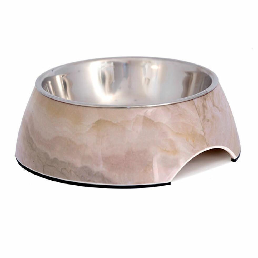 Matskål fra Hundepoter |98,-| https://www.hundepoter.no/products/mat-og-vannskal-dora-marmor-look?gclid=Cj0KCQiA6JjgBRDbARIsANfu58GRSqoom89WFUBR9J2U97l3vYZtne4aajYM66TucJLaq7GTXjjBDD0aAkKyEALw_wcB