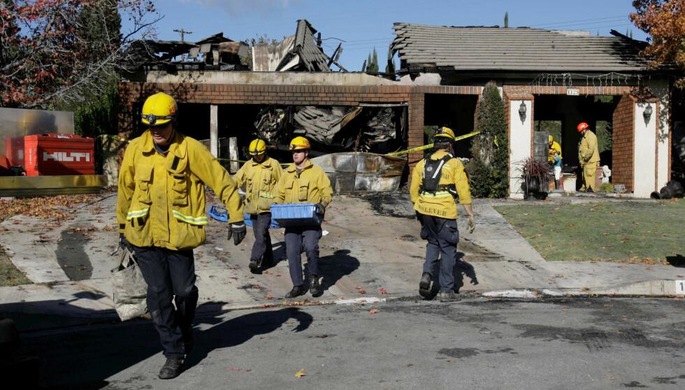 BRANN: Etter å ha drept familiemedlemmene tenkte Bruce Pardo på huset til eks-svigermoren. Det tok totalt 80 brannmenn halvannen time å slukke brannen. FOTO: NTB Scanpix