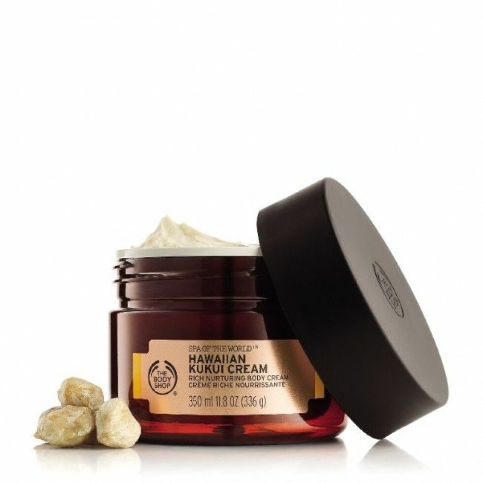 Body cream fra The Body Shop |379,-|https://www.blush.no/product/921887/kroppspleie/bodylotion/the-body-shop-spa-of-the-world#