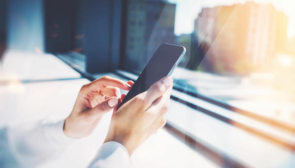 <strong>ENSOMHET:</strong> Amerikanske forskere har funnet ut at ensomme studenter fikk det litt bedre da de begrenset bruken av sosiale medier. FOTO: NTB Scanpix
