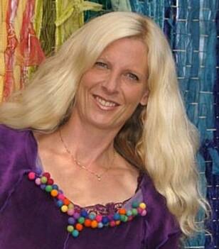 TILRETTELEGGING: Trude Anette Brendeland oppfordrer foreldre til å gi barna rom til å skape og leve seg inn i fantasiverdener. FOTO: Privat
